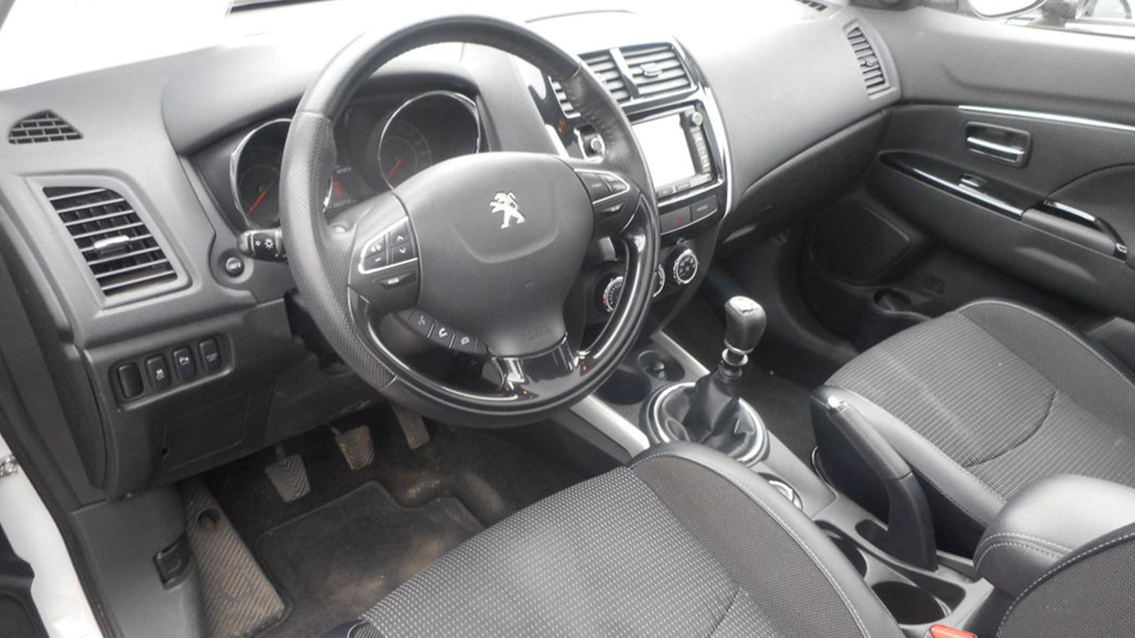 PEUGEOT 4008 1.6 HDI 115CH STYLE full